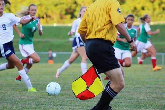 Árbitro de fútbol ¿Cuál es su función en el juego? | Reglas del Futbol