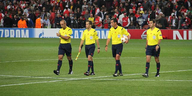 arbitro de futbol, reglas del arbitro de futbol